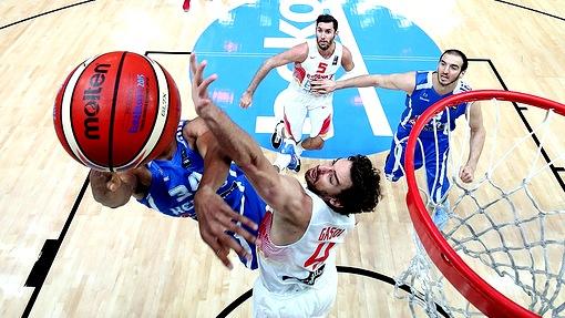 Греки не смогли остановить сборную Испании