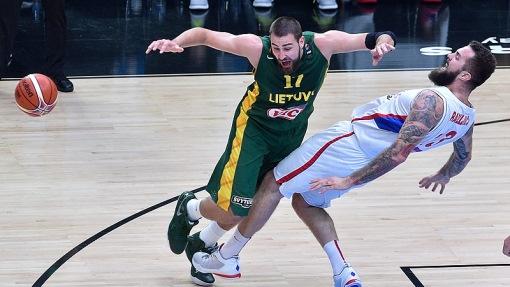 Сербы уступили Литве в 1/2 финала Евробаскета