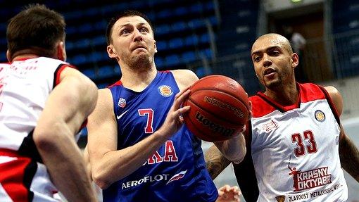 Виталий Фридзон (с мячом)