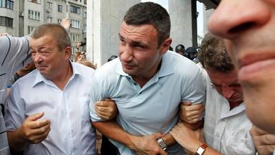 Виталий Кличко теперь чаще бьется с политическими противниками