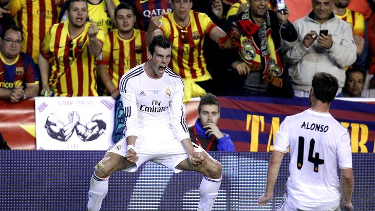 Гарет Бэйл на фоне болельщиков «Барселоны»