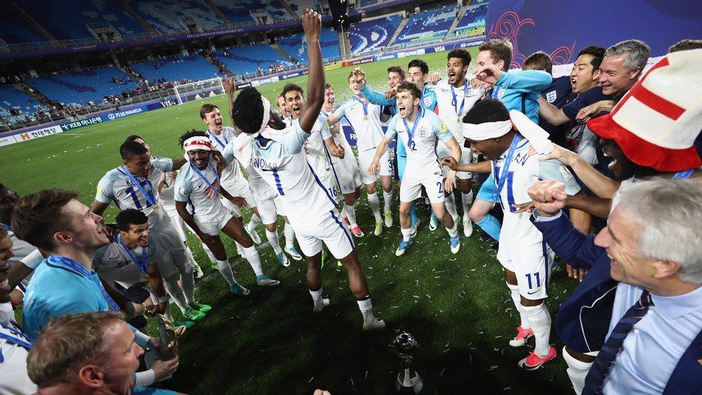 Англичане завоевали трофей