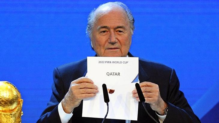 Зепп Блаттер оглашает победу заявки Катара