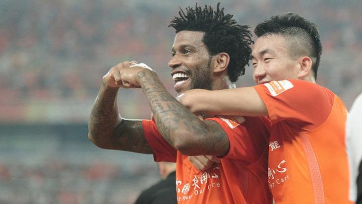 Футболисты «Шаньдун Лунэн»