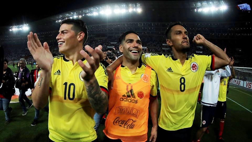 Хамес Родригес, Радамель Фалькао и Абель Агилар празднуют выход на ЧМ-2018