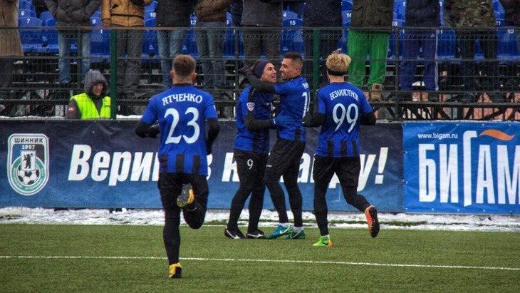Футболисты «Шинника»