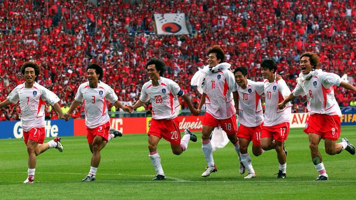 Сборная Южной Кореи после победы в четвертьфинале ЧМ-2002 над Испанией