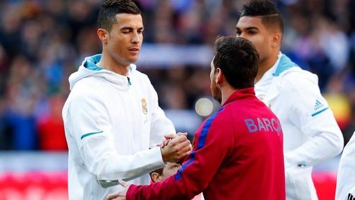 Роналду (слева) и Месси вряд ли смогут выиграть чемпионат мира в будущем
