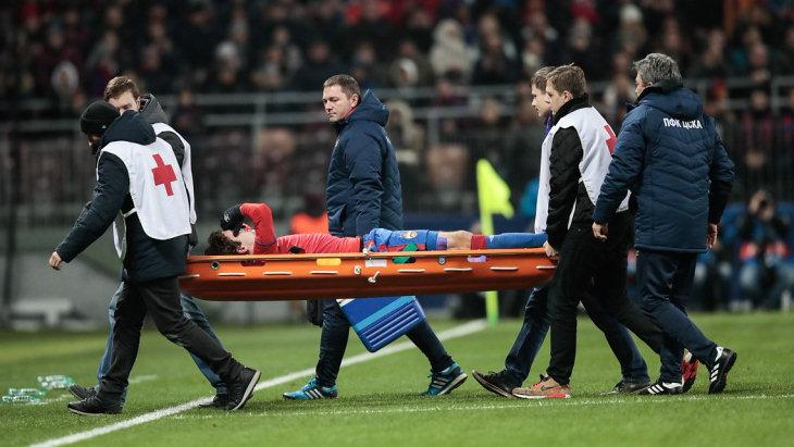 Фернандес получил повреждение и был заменен уже на 12 минуте встречи