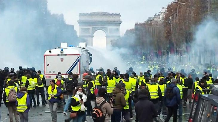 Еще два матча чемпионата Франции перенесены из-за протестов