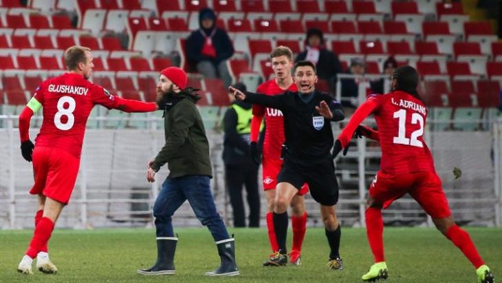 Мирослав Голунов выбежал на поле