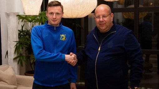 Евгений Чернов (слева)