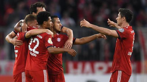 «Бавария» триумфально вернулась на вершину Бундеслиги