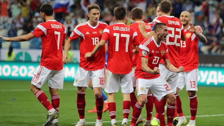 Сборная России после четырех туров идет на втором месте в группе I