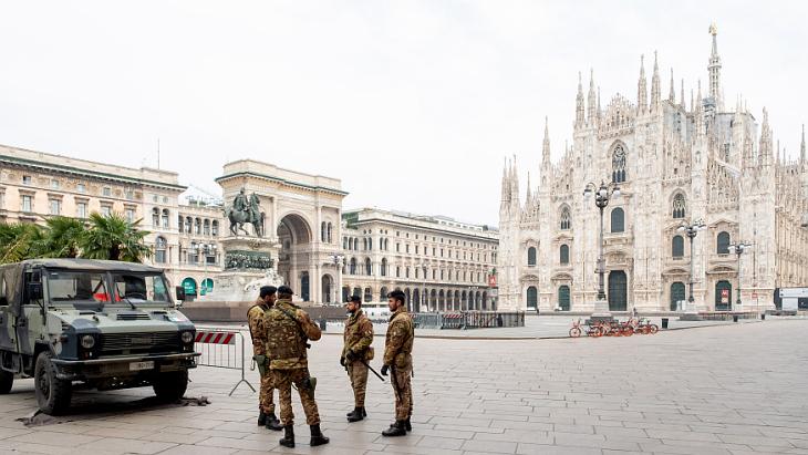 Итальянская армия на Соборной площади в Милане