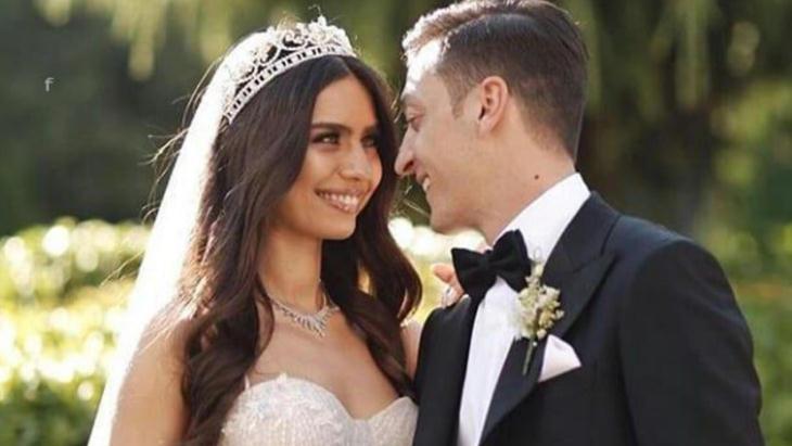 Месут Озил с женой