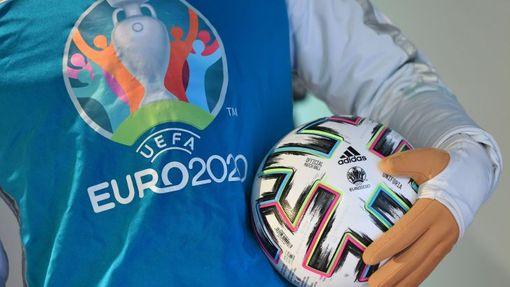 Лого и мяч Евро-2020