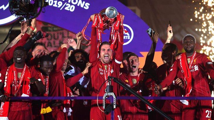 «Ливерпуль» с чемпионским трофеем