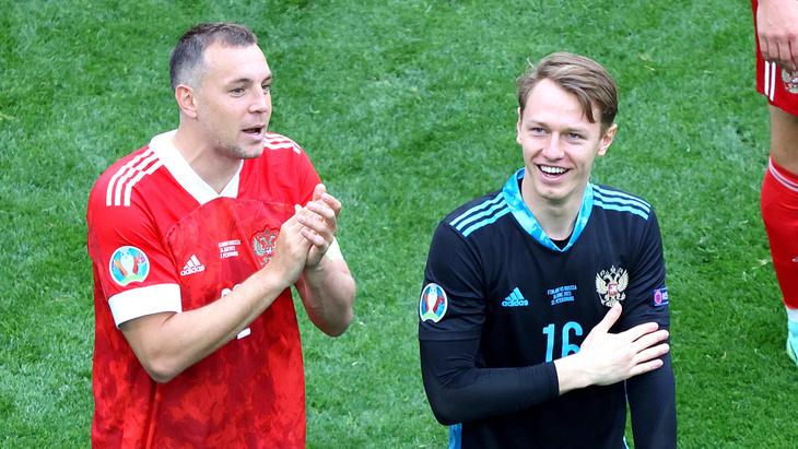 Артем Дзюба и Матвей Сафонов