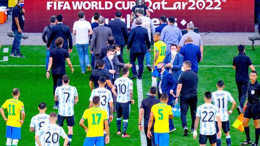 Сборные Бразилии и Аргентины успели сыграть лишь несколько минут