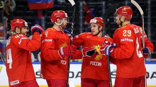 Сборная России празднует очередную шайбу