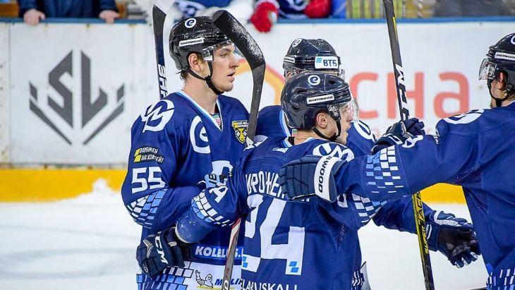 Семь хоккеистов белорусского клуба дисквалифицированы за договорной матч
