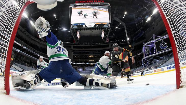 Голкипер «Ванкувера» Тэтчер Демко отразил 43 броска в дебютном матче плей-офф НХЛ