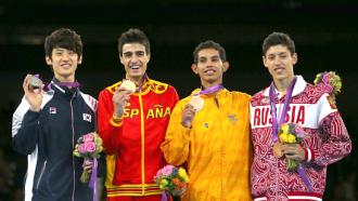Алексей Денисенко (крайний справа)