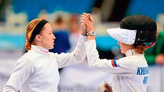 Евдокия Гречишникова (слева)