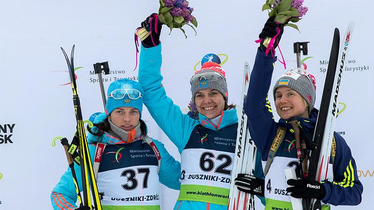 Ирина Старых (в центре)