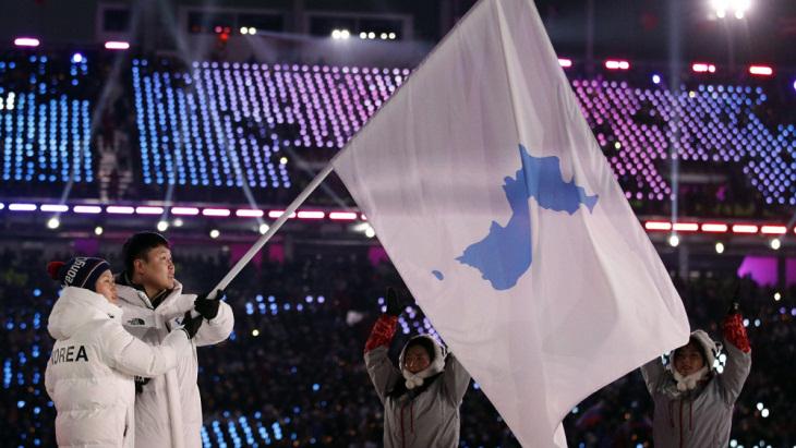 Южная Корея и КНДР под объединенным флагом на ОИ-2018