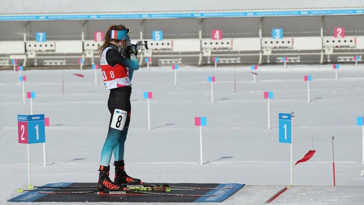 Российские биатлонистки заняли весь пьедестал в масс-старте на Универсиаде