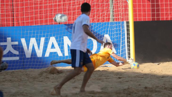 Сборная России вышла в плей-офф ЧМ по пляжному футболу