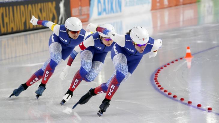 Россияне выиграли мужскую и женскую командные гонки на ЧЕ по конькобежному спорту