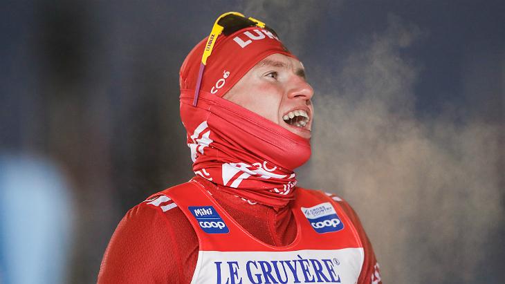 Большунов завоевал золото в гонке на 15 км, весь пьедестал — российский