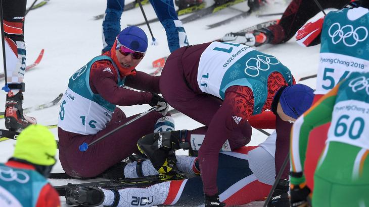 Ларьков и Спицов упали на старте скиатлона