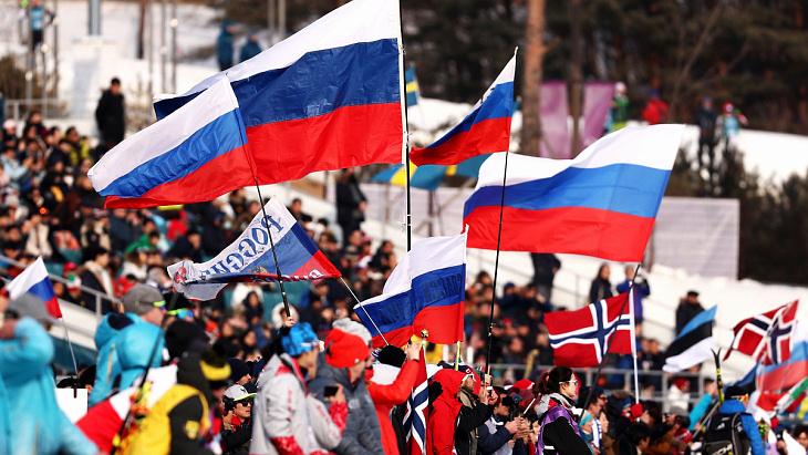 Болельщики сборной России на лыжной трассе