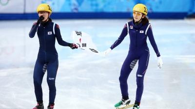 Пак Сын Хи (слева) и Сим Сук Хи