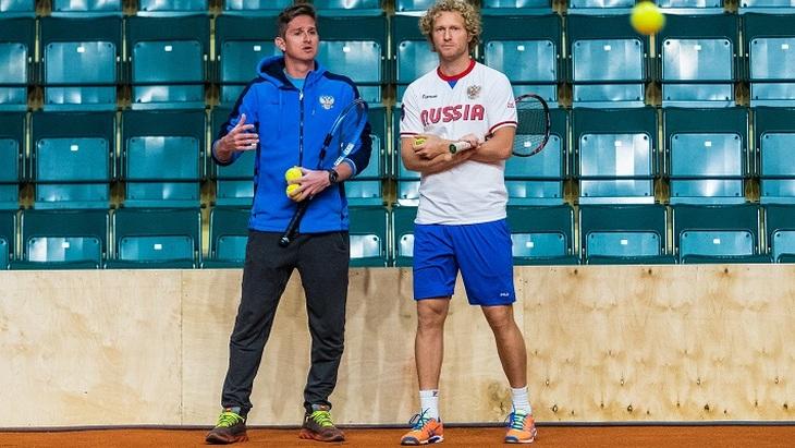 Игорь Андреев (слева)